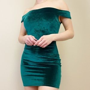*NWT* XSMALL URBAN OUTFITTERS Emerald Velvet Dress